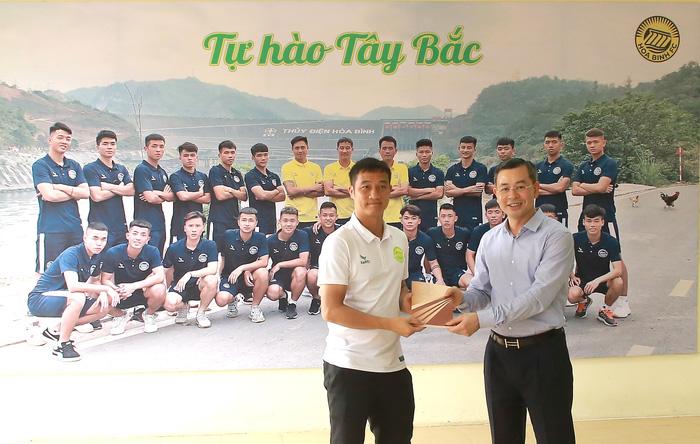 Hoà Bình FC nâng cấp sân hàng tỷ đồng để tham dự giải hạng Nhì 2021 - Ảnh 3.