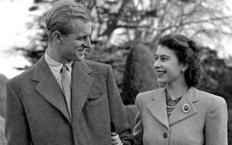 Hé lộ chi tiết ngọt ngào trong bức thư Nữ hoàng tự tay viết đặt trên linh cữu Hoàng thân Philip cùng kỷ vật đặc biệt bà giữ trong túi suốt tang lễ - ảnh 5