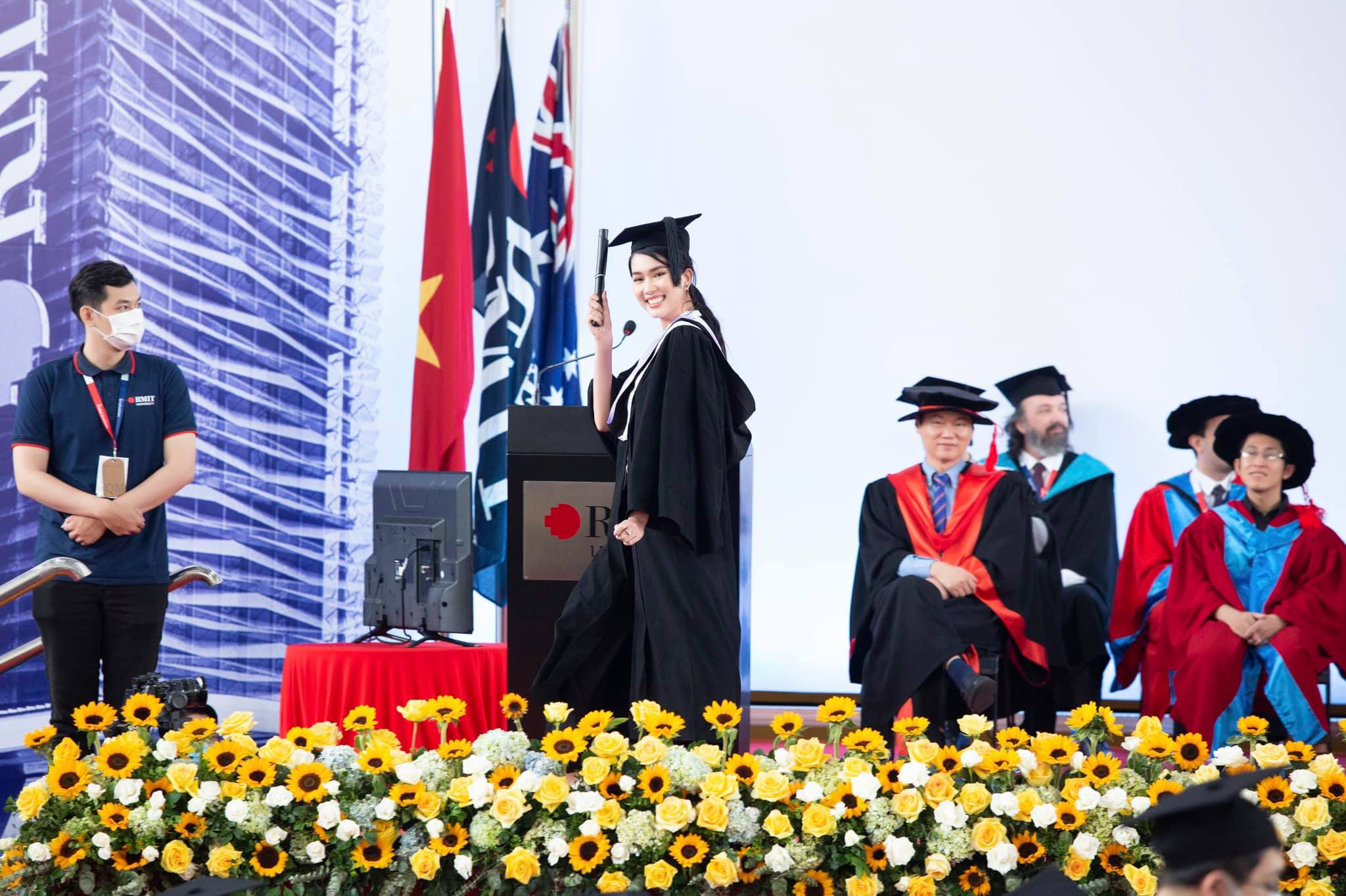 Runner Phuong Anh graduates from RMIT Voltadryt still does 2 incredible everyday things - Photo 3.