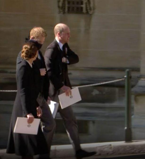 Tiết lộ nội dung cuộc trò chuyện hàn gắn giữa Hoàng tử William và em trai Harry, Meghan lên tiếng ăn theo - ảnh 1