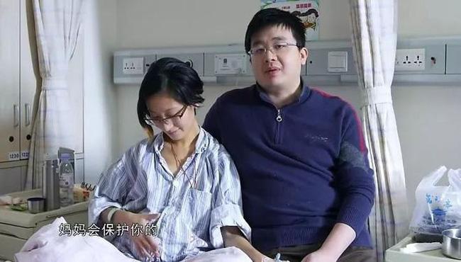 Vợ bỏ mạng sau khi sinh con, 1 năm sau chồng tái hôn rồi đem con cho người khác nuôi khiến dư luận phẫn nộ, sự thật đằng sau được hé lộ - ảnh 1