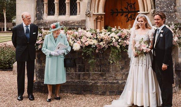 Khoảnh khắc vợ chồng Công chúa Beatrice nở nụ cười khi đến dự đám tang Hoàng tế Philip gây chú ý, hành động sau đó xua đi tất cả ngờ vực - ảnh 11