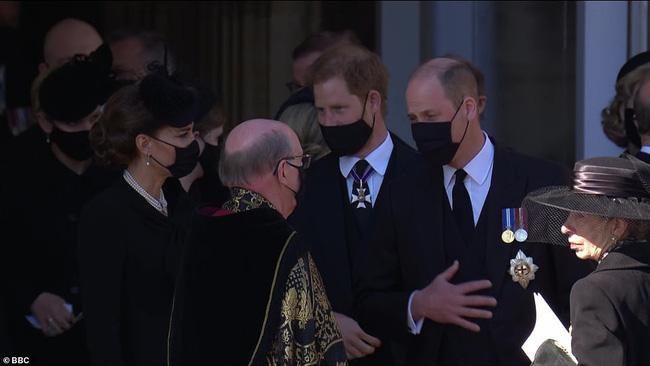 Rò rỉ thông tin Hoàng tử William yêu cầu anh họ đi giữa mình và em trai Harry, không có dấu hiệu tích cực cho mối quan hệ của 2 anh em? - ảnh 4