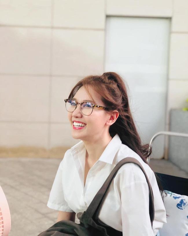 Đáng lẽ Hari Won nên mặc áo sơ mi nhiều hơn vì lần nào diện trông nàng cũng trẻ đẹp hết nấc! - ảnh 5
