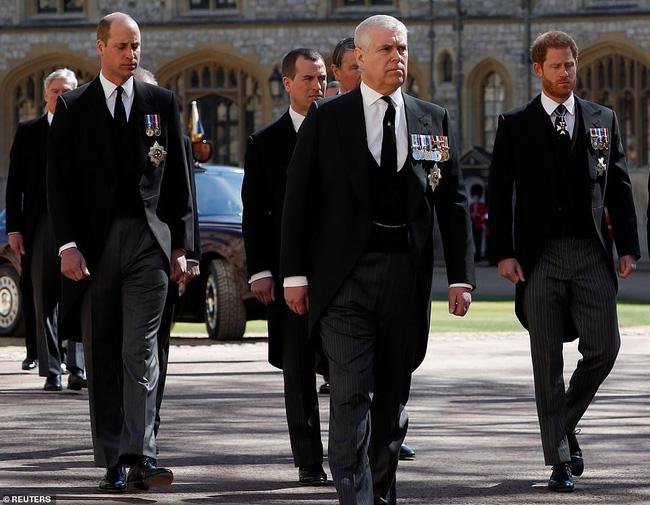 Rò rỉ thông tin Hoàng tử William yêu cầu anh họ đi giữa mình và em trai Harry, không có dấu hiệu tích cực cho mối quan hệ của 2 anh em? - ảnh 5