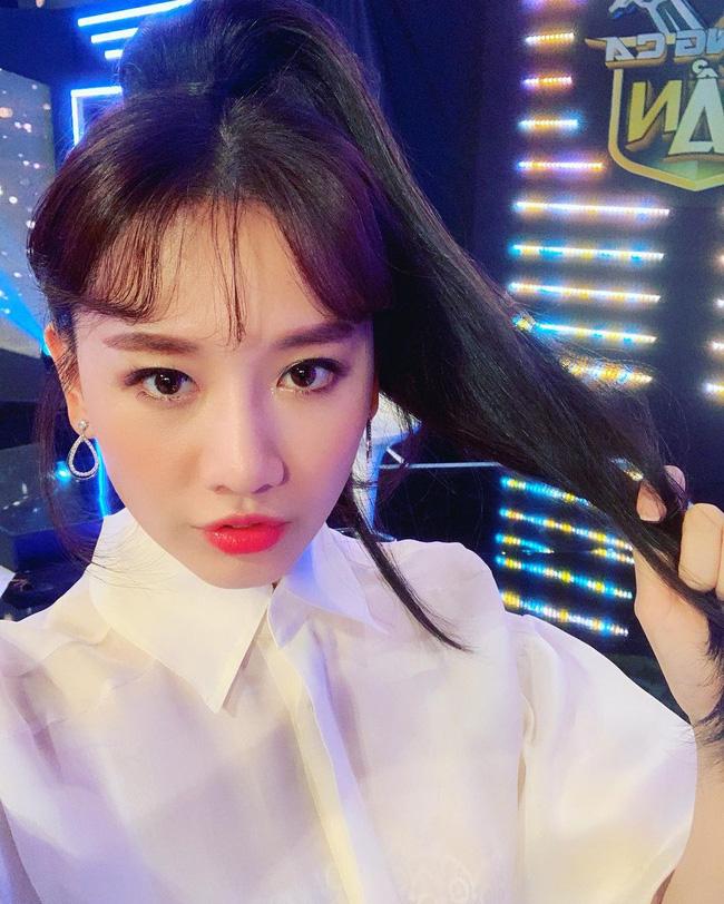 Đáng lẽ Hari Won nên mặc áo sơ mi nhiều hơn vì lần nào diện trông nàng cũng trẻ đẹp hết nấc! - ảnh 6
