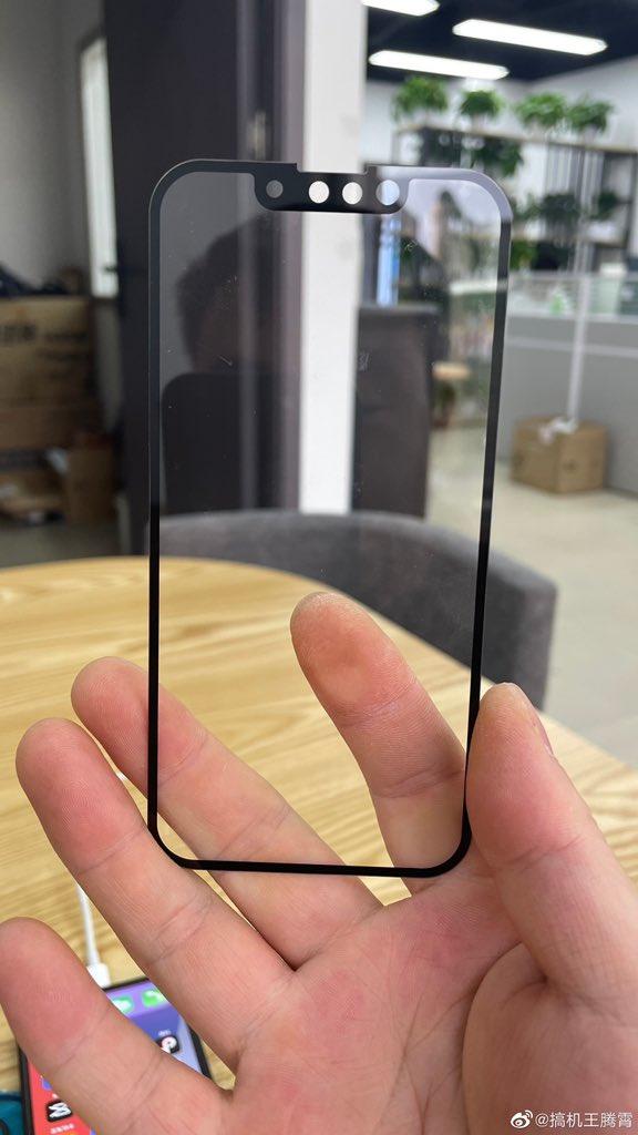 Hình ảnh so sánh rãnh tai thỏ của iPhone 13 và iPhone 12 - ảnh 1