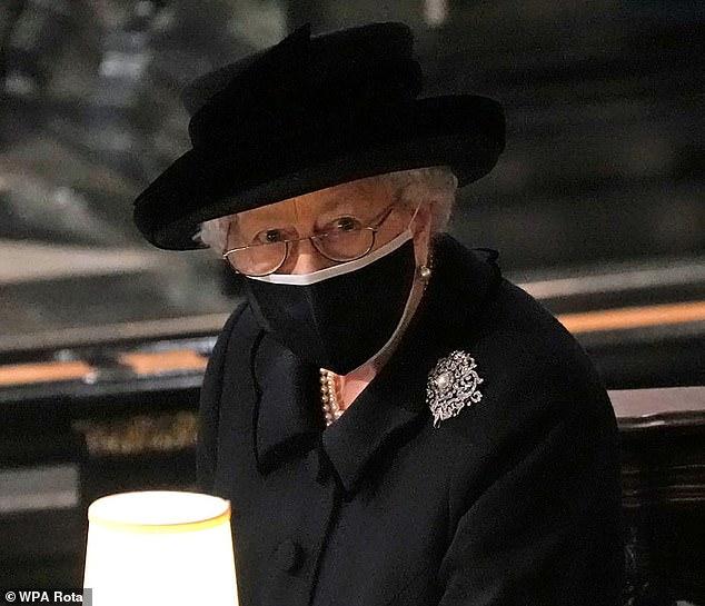 Công chúng xót xa khi nhận ra Nữ hoàng Anh sắp phải trải qua một sinh nhật cô đơn nhất trong suốt 7 thập kỷ - ảnh 2