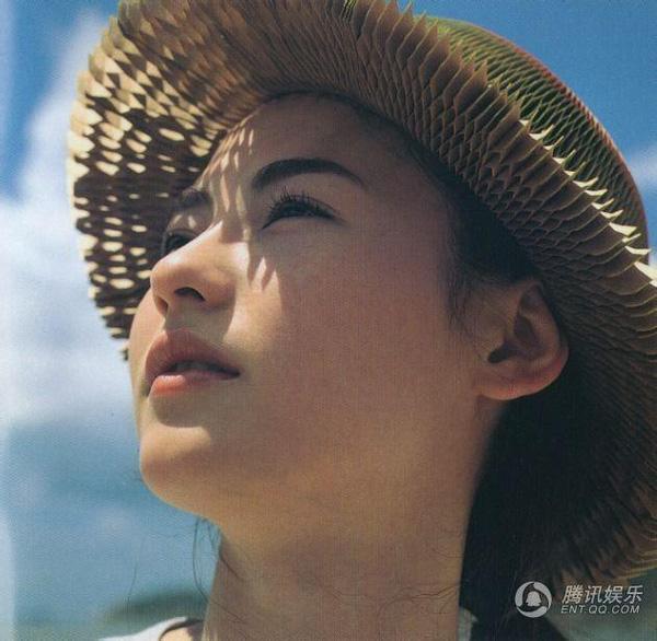 Tái hiện lại bộ ảnh kinh điển 22 năm về trước, nhan sắc của Trương Bá Chi còn khuynh đảo showbiz? - ảnh 2