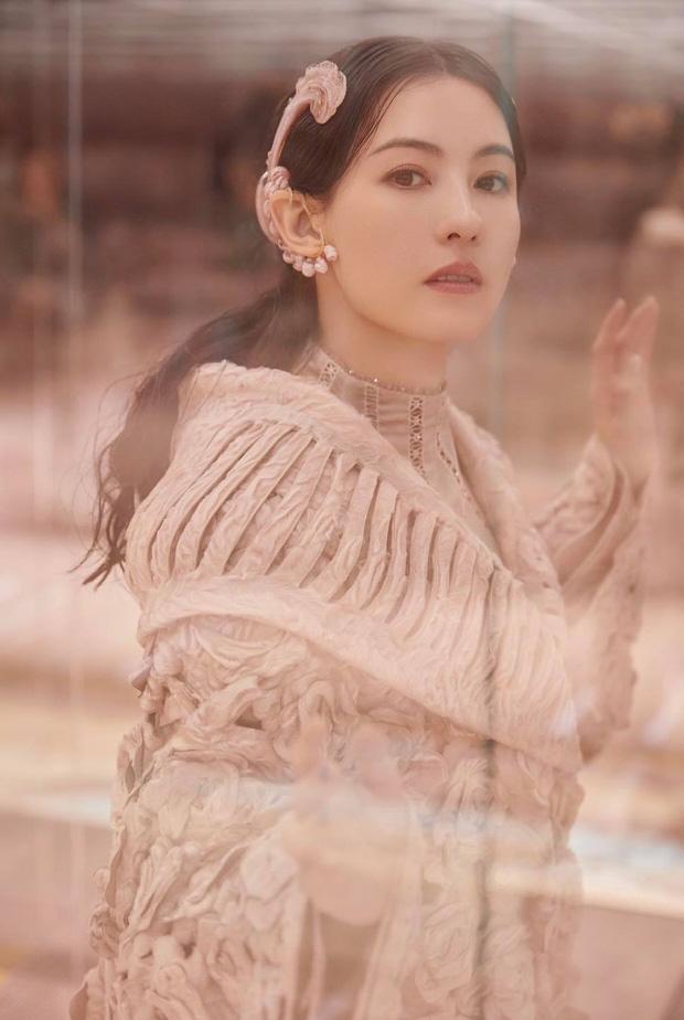 Tái hiện lại bộ ảnh kinh điển 22 năm về trước, nhan sắc của Trương Bá Chi còn khuynh đảo showbiz? - ảnh 8