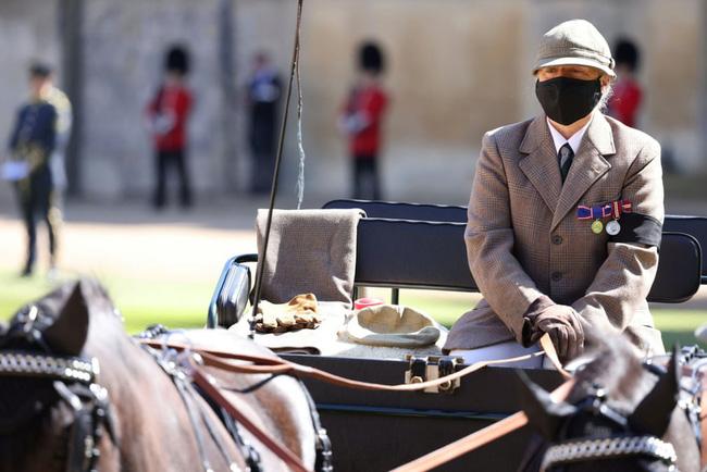 Nhìn lại những khoảnh khắc không thể nào quên trong đám tang Hoàng tế Philip, một trong những ngày buồn nhất của Nữ hoàng Anh - ảnh 11