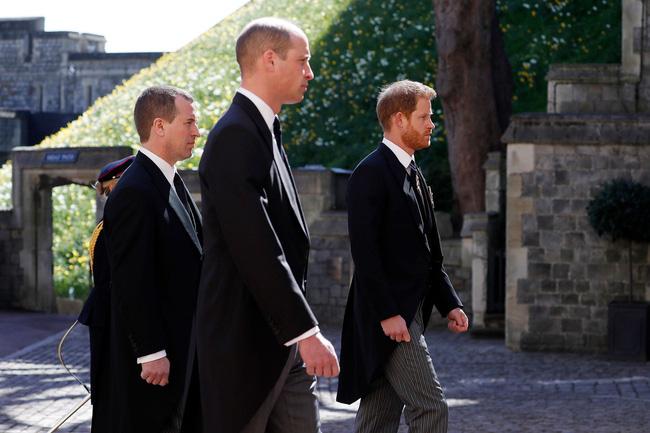 Nhìn lại những khoảnh khắc không thể nào quên trong đám tang Hoàng tế Philip, một trong những ngày buồn nhất của Nữ hoàng Anh - ảnh 14