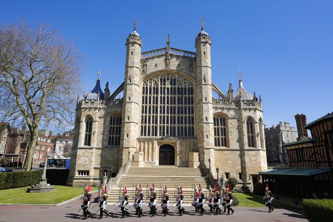 Nhìn lại những khoảnh khắc không thể nào quên trong đám tang Hoàng tế Philip, một trong những ngày buồn nhất của Nữ hoàng Anh - ảnh 19