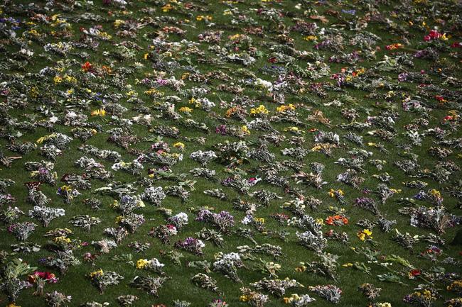Nhìn lại những khoảnh khắc không thể nào quên trong đám tang Hoàng tế Philip, một trong những ngày buồn nhất của Nữ hoàng Anh - ảnh 6