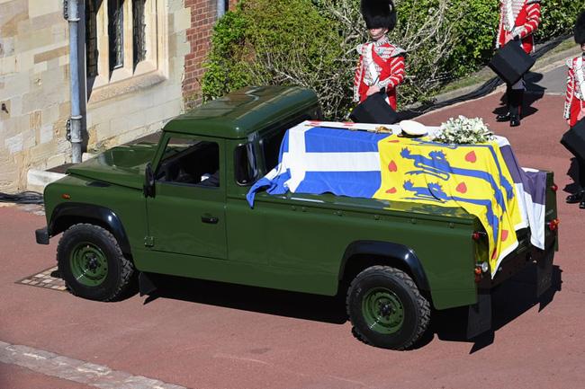 Nhìn lại những khoảnh khắc không thể nào quên trong đám tang Hoàng tế Philip, một trong những ngày buồn nhất của Nữ hoàng Anh - ảnh 9