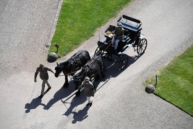 Nhìn lại những khoảnh khắc không thể nào quên trong đám tang Hoàng tế Philip, một trong những ngày buồn nhất của Nữ hoàng Anh - ảnh 10