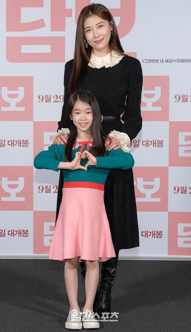 Nhan sắc sao nhí đang hot vì vừa gia nhập YG: Xinh như búp bê, chiếm spotlight khi đứng bên Park Min Young - Ha Ji Won - ảnh 4