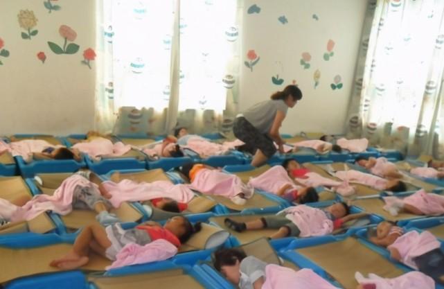 Gửi vào nhóm phụ huynh bức ảnh các con đang ngủ trưa, cô giáo mầm non liền bị công kích tập thể, phải xin lỗi ngay lập tức - ảnh 3