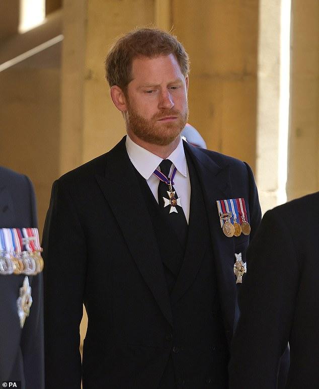 Hoàng tử Harry tức tốc về Mỹ với Meghan ngay trong ngày sinh nhật của Nữ hoàng, loạt hành động sau tang lễ Hoàng thân Philip gây thất vọng - ảnh 3