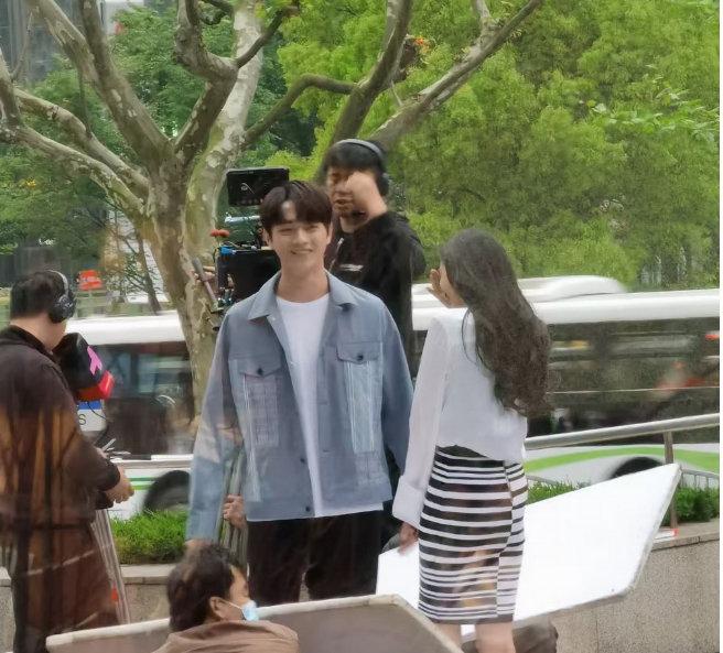 """Dương Mịch công khai hôn """"tình trẻ"""" khiến cả Weibo sốt xình xịch 003"""