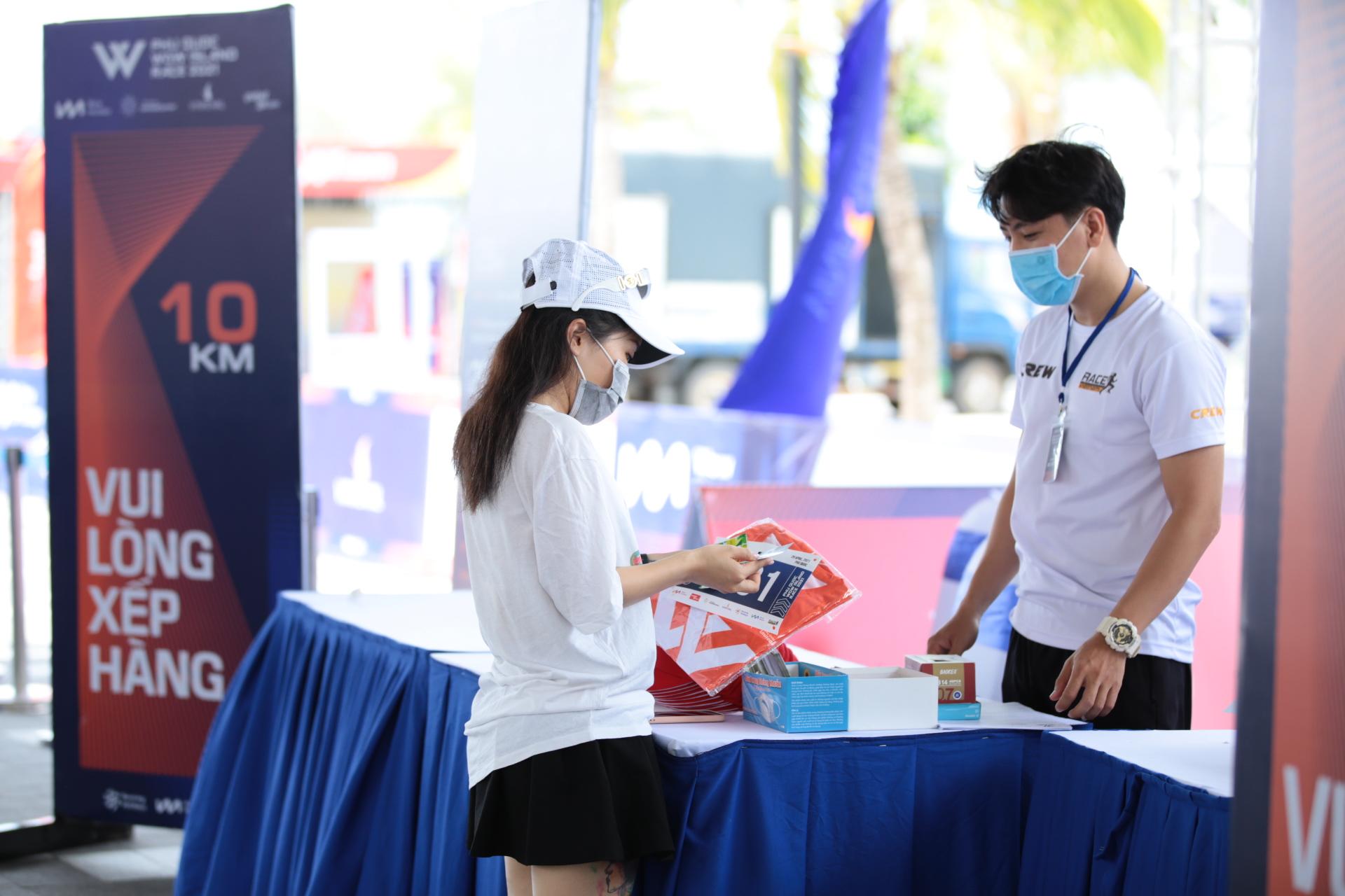Giải chạy Phú Quốc WOW Island Race 2021 khởi động với hơn 2000 vận động viên tham dự - Ảnh 1.