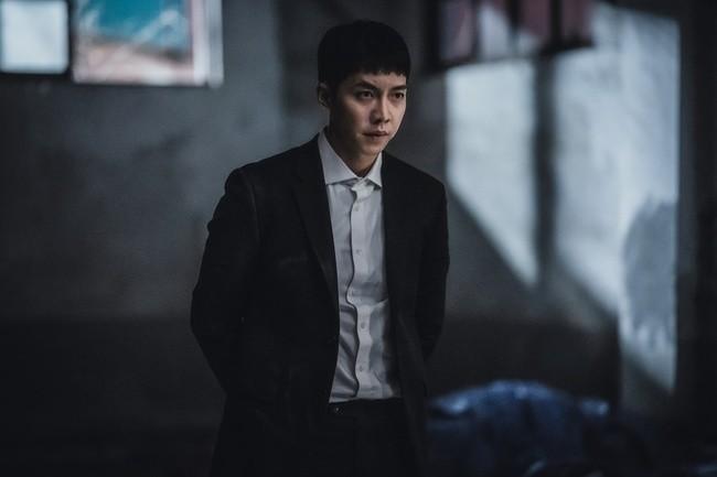 Lee Seung Gi thăng hạng diễn xuất nhờ vai phản diện đầu tay ở bom tấn Mouse 004