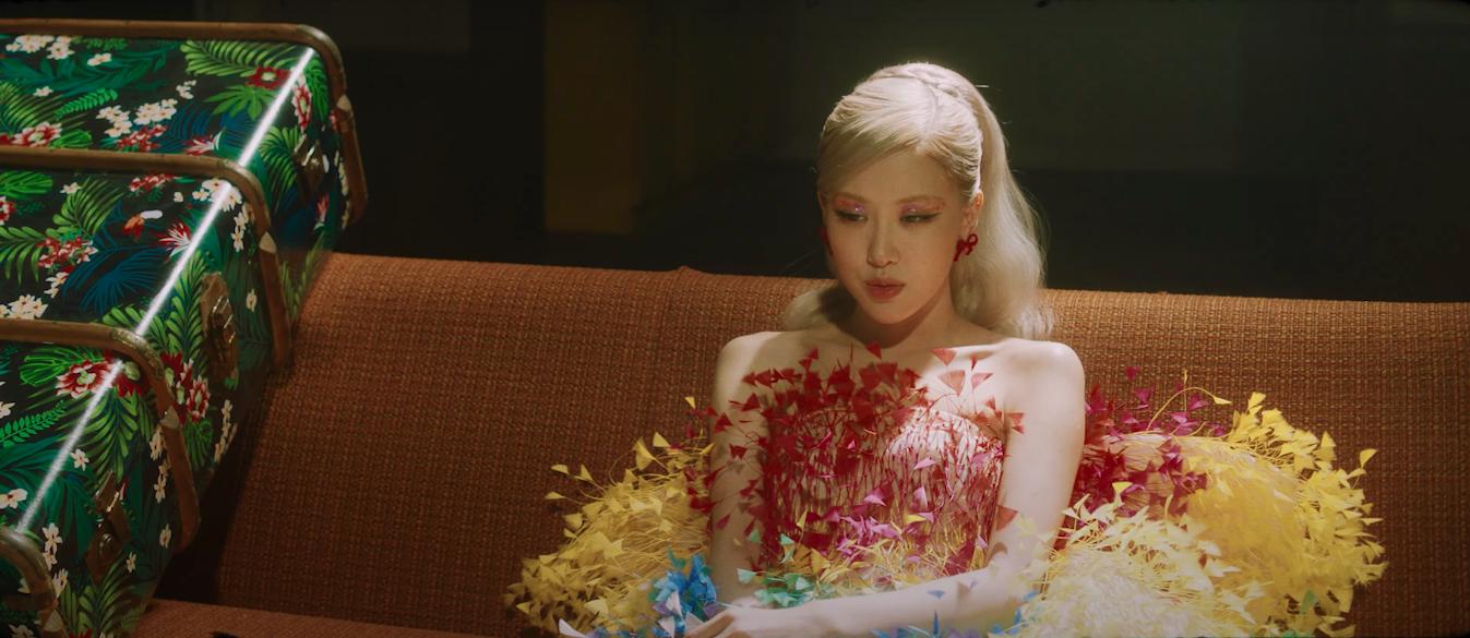 HOT: Rosé tiếp tục mặc đồ Công Trí trong MV Gone! - Ảnh 2.