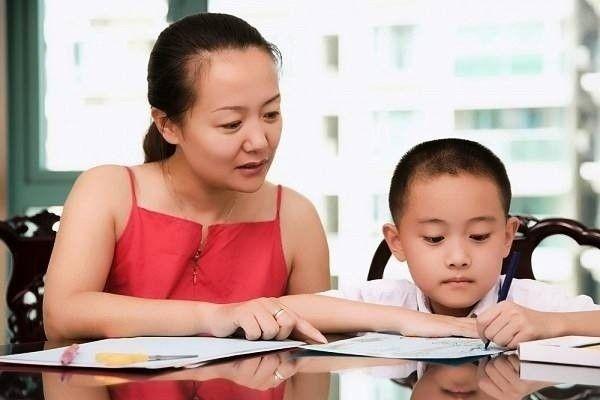 Con 6 tuổi bị cô giáo mắng chỉ số IQ thấp, nhiều nhất chỉ học được trung cấp nghề, ông bố không nhịn được trả lời một câu khiến ai nấy đứng hình - Ảnh 1.