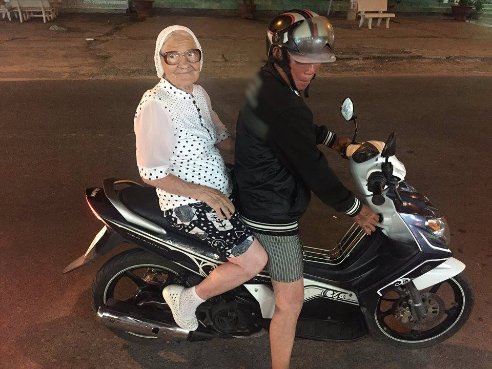 Cụ bà 91 tuổi người Nga một mình đi du lịch khắp thế giới bằng tiền tiết kiệm, còn đến cả Việt Nam cưỡi xe máy cực chất! - Ảnh 3.