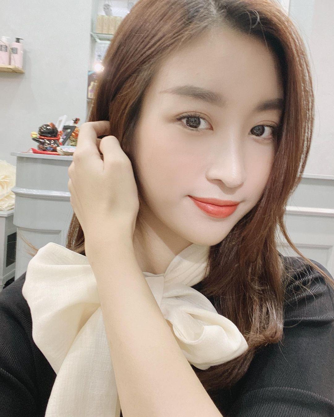 """Hoa hậu Đỗ Mỹ Linh cũng fail khi mua hàng online: Order váy nhưng nhầm hàng, đành thanh lý giá """"iu thương"""" - Ảnh 1."""