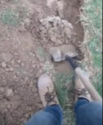 Nghi ngờ khối bê tông chôn sau nhà mình là kho báu, chàng trai quyết tâm đào lên đổi đời và cái kết buồn muốn khóc - Ảnh 2.