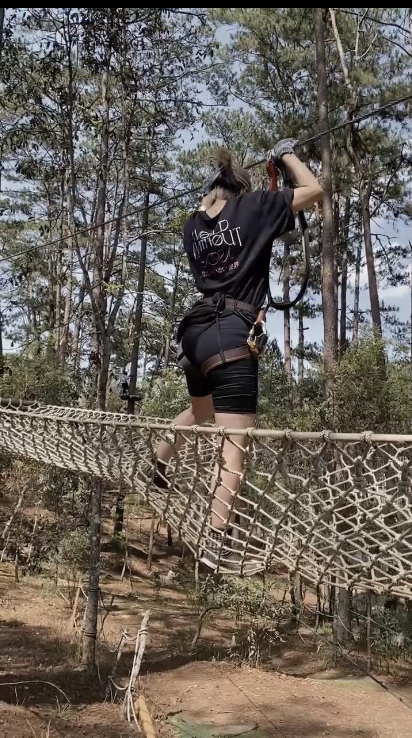 Trải nghiệm Đà Lạt nguy hiểm bạn chưa từng biết: Đu dây leo cây như Spider-Man, 4 giờ sáng chèo thuyền kinh hoàng! - Ảnh 10.