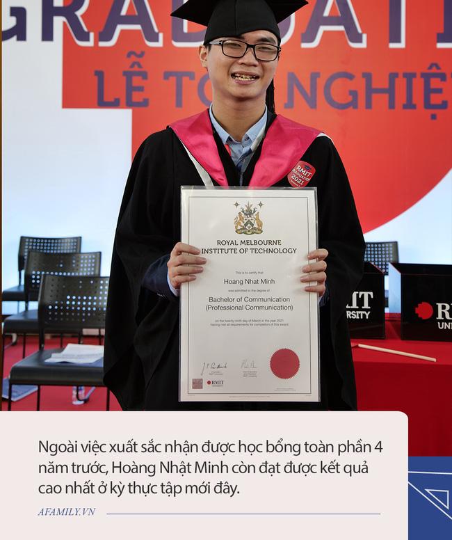 Được dự đoán bị mù vĩnh viễn, chàng trai ở TP.HCM vẫn xuất sắc nhận học bổng toàn phần trường quốc tế, đằng sau là sự đồng hành không mệt mỏi của người mẹ - Ảnh 1.