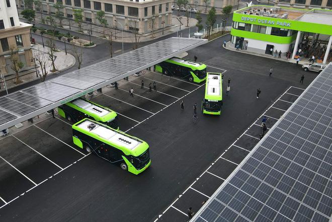Ảnh: VinBus chính thức khai trương, đưa vào vận hành tuyến xe buýt điện thông minh đầu tiên của Việt Nam - ảnh 2