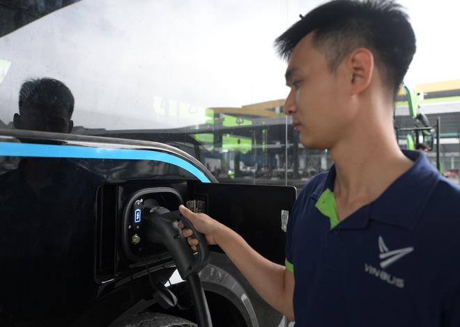 Ảnh: VinBus chính thức khai trương, đưa vào vận hành tuyến xe buýt điện thông minh đầu tiên của Việt Nam - ảnh 16