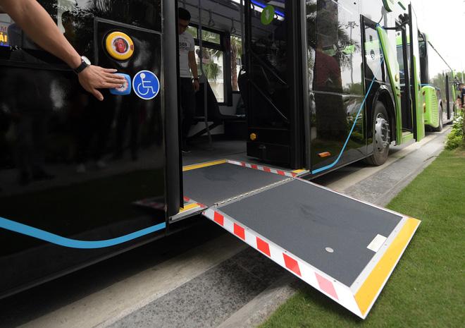 Ảnh: VinBus chính thức khai trương, đưa vào vận hành tuyến xe buýt điện thông minh đầu tiên của Việt Nam - ảnh 7