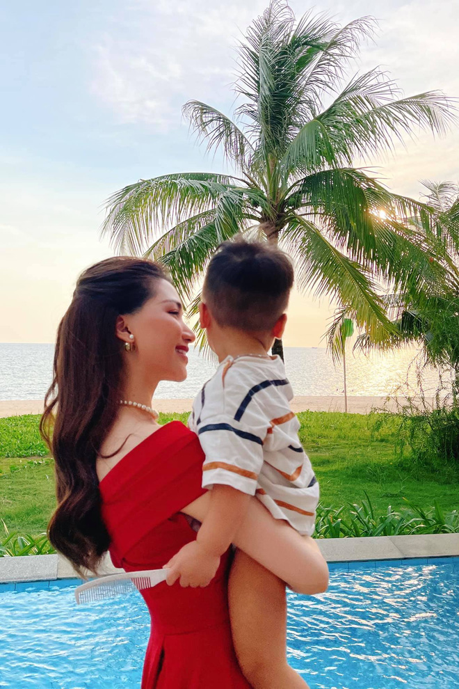 Mới 1 tuổi, quý tử nhà Hoà Minzy và thiếu gia Minh Hải bộc lộ rõ thiên phú đặc biệt, là điều gì mà đến mẹ cũng ngỡ ngàng? - ảnh 3