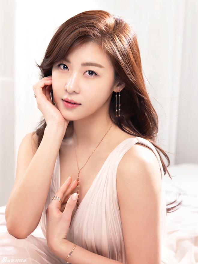 Sao Hàn lên chức CEO: Tài tử Bae Yong Joon thành ông hoàng đế chế, Ha Ji Won - Hyun Bin chưa sốc bằng nam idol Kang Daniel 23 tuổi - ảnh 16