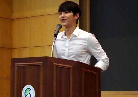 Bài đăng của Song Joong Ki thời đại học bỗng bị đào lại, ai ngờ học trưởng đẹp trai huyền thoại hồi đó khác hẳn bây giờ - ảnh 2