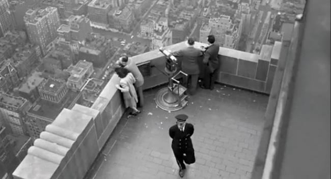Quá túng quẫn, người phụ nữ gieo mình tự tử từ tầng 86 xuống đất nhưng vẫn sống sót thần kỳ nhờ... gió - ảnh 2