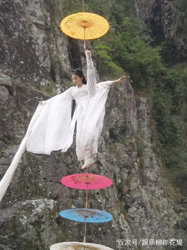 Lưu Diệc Phi suýt bị Tiểu Long Nữ lấy mạng 3 lần, may mắn thoát chết nhưng gặp di chứng tàn tật vĩnh viễn - Ảnh 8.