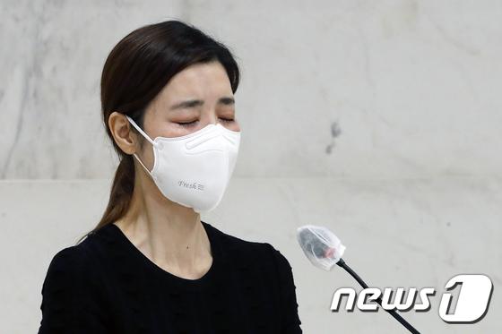 Tang lễ khiến cả Kbiz chết lặng: Son Ye Jin khóc sưng đỏ mắt, Lee Byung Hun cùng dàn sao quyền lực đau buồn tiễn biệt - Ảnh 9.