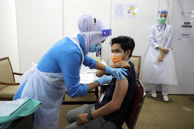 Malaysia ghi nhận thêm 44 trường hợp tử vong do COVID-19 - ảnh 1