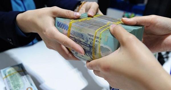 Sinh viên ra trường có 100 triệu nên gửi ngân hàng hay 'chơi' chứng khoán? - ảnh 1