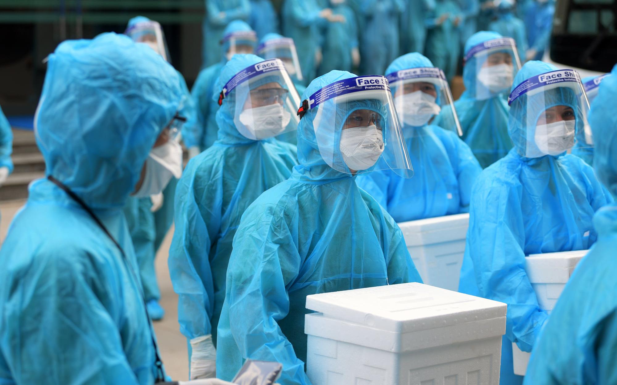 Bác sĩ Bệnh viện Phổi Trung ương mắc Covid-19 bị viêm phổi