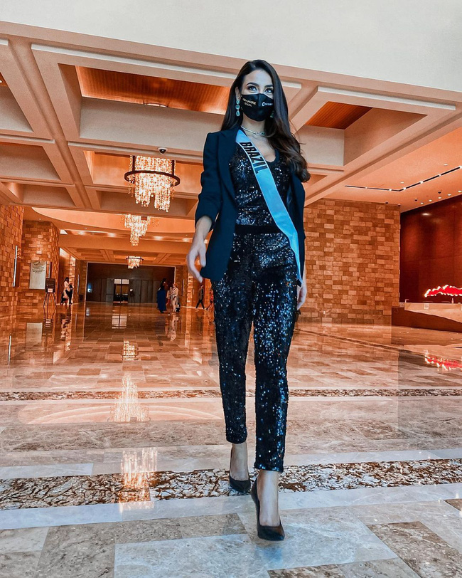 Á hậu 1 Miss Universe 2020 từng diện quốc phục gây đau mắt, hành trang chinh chiến chỉ hơn 10 bộ đồ - ảnh 13