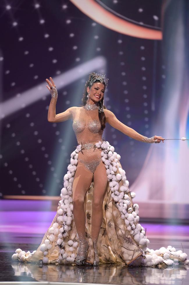 Á hậu 1 Miss Universe 2020 từng diện quốc phục gây đau mắt, hành trang chinh chiến chỉ hơn 10 bộ đồ - ảnh 16