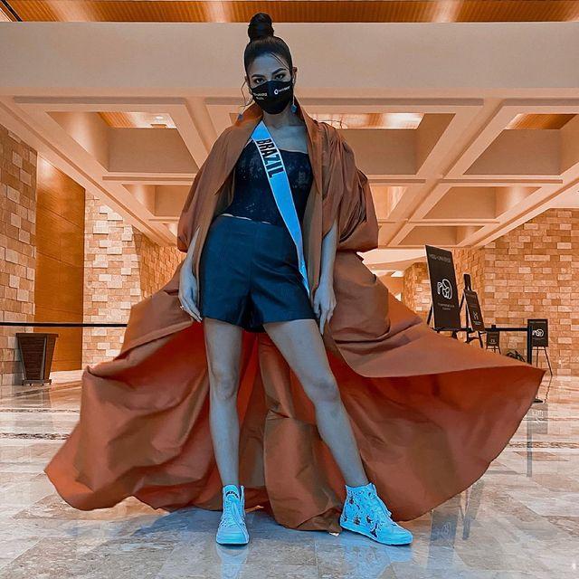 Á hậu 1 Miss Universe 2020 từng diện quốc phục gây đau mắt, hành trang chinh chiến chỉ hơn 10 bộ đồ - ảnh 5