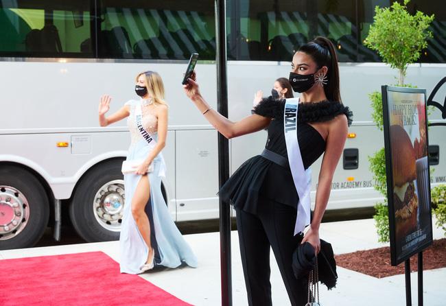 Á hậu 1 Miss Universe 2020 từng diện quốc phục gây đau mắt, hành trang chinh chiến chỉ hơn 10 bộ đồ - ảnh 9
