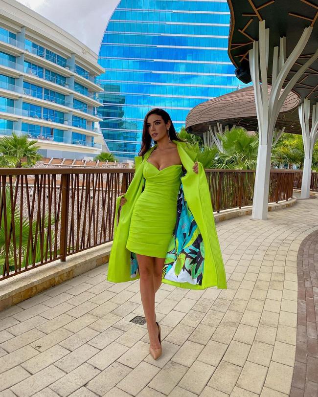 Á hậu 1 Miss Universe 2020 từng diện quốc phục gây đau mắt, hành trang chinh chiến chỉ hơn 10 bộ đồ - ảnh 10